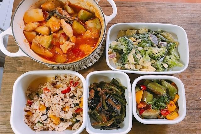 家庭料理とあるものでの料理をします。
